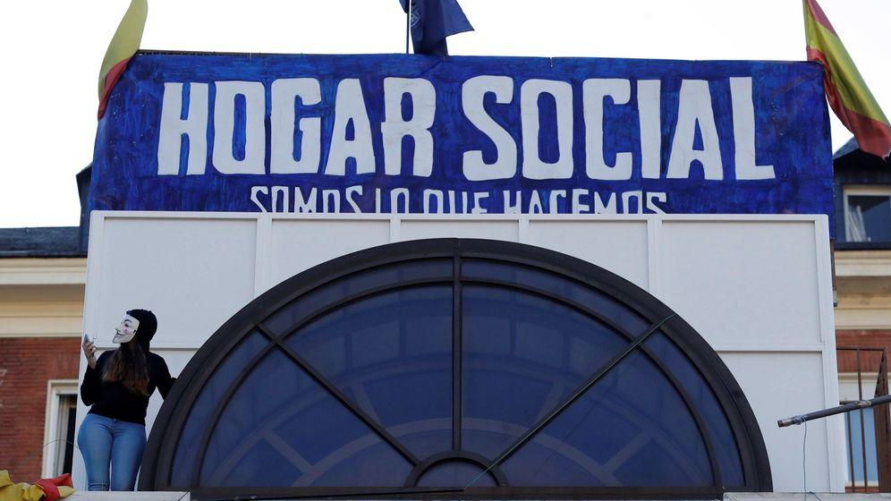 Foto: Hogar Social Madrid, en una protesta el pasado mes de mayo para evitar su desalojo. (EFE)