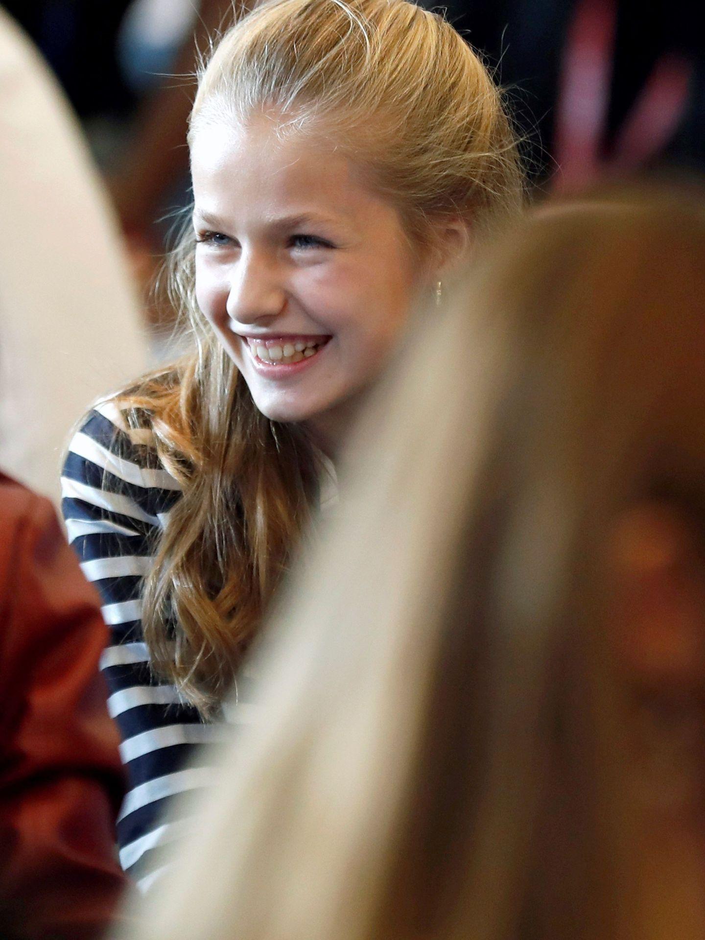 La princesa Leonor ríe divertida en un taller en los X Premios Princesa de Girona.  (EFE)