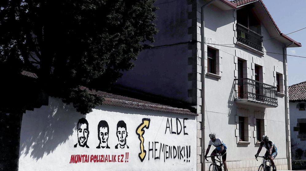 Foto: Pintadas en una localidad navarra a favor de los ocho condenados de Alsasua. (EFE)