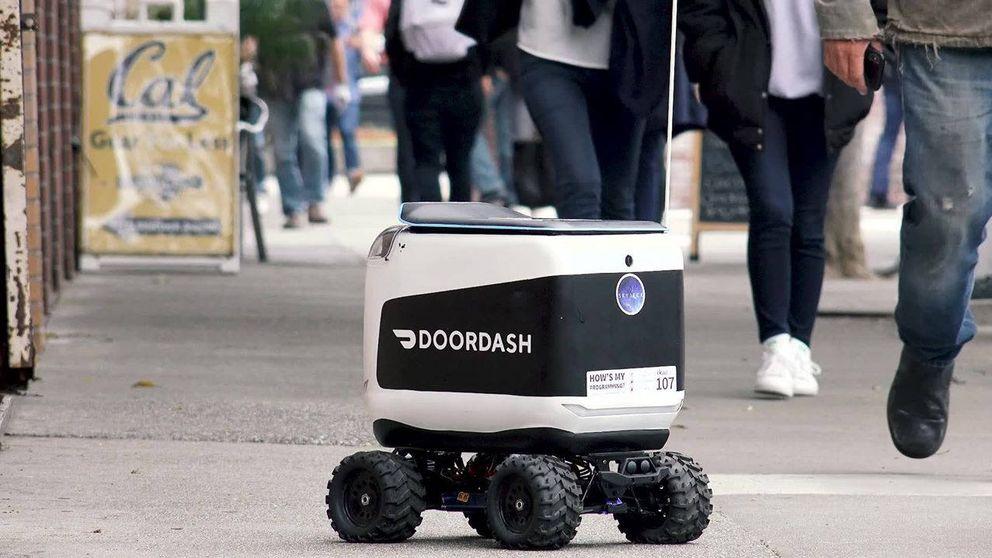 La verdad tras los minirrobots que reparten comida: los controlan trabajadores a 2$/hora