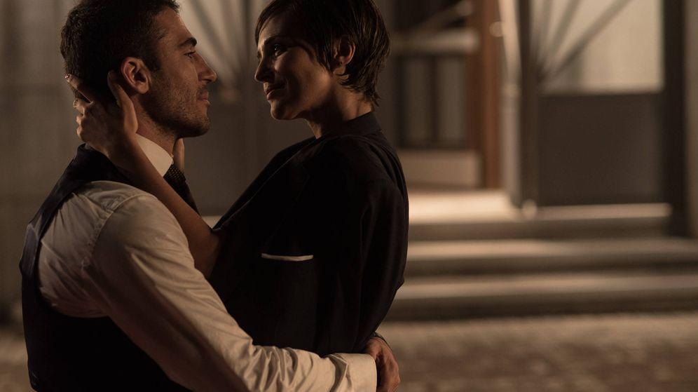 Foto: Miguel Ángel y Paula Echevarría en el final de 'Velvet'