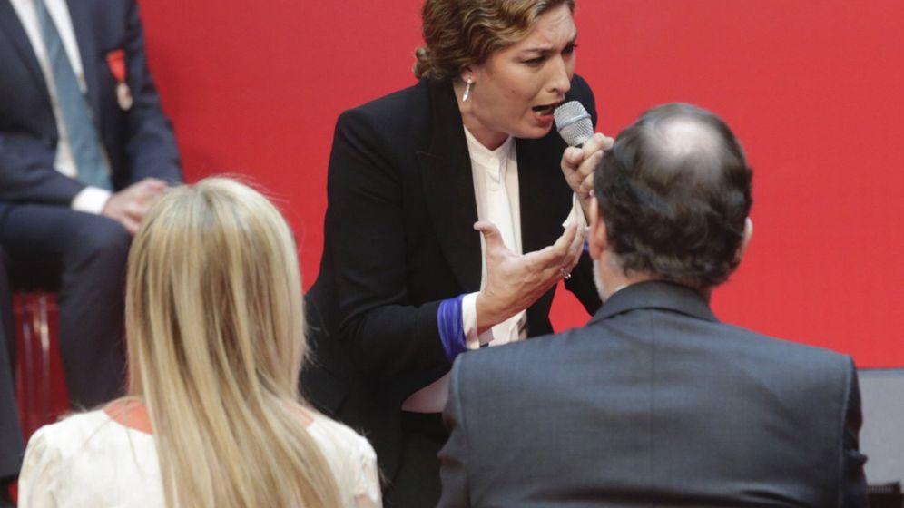 Foto: Estrella Morente cantando frente al presidente del Gobierno en funciones, Mariano Rajoy, y la presidenta de la Comunidad de Madrid, Cristina Cifuents. (Efe)