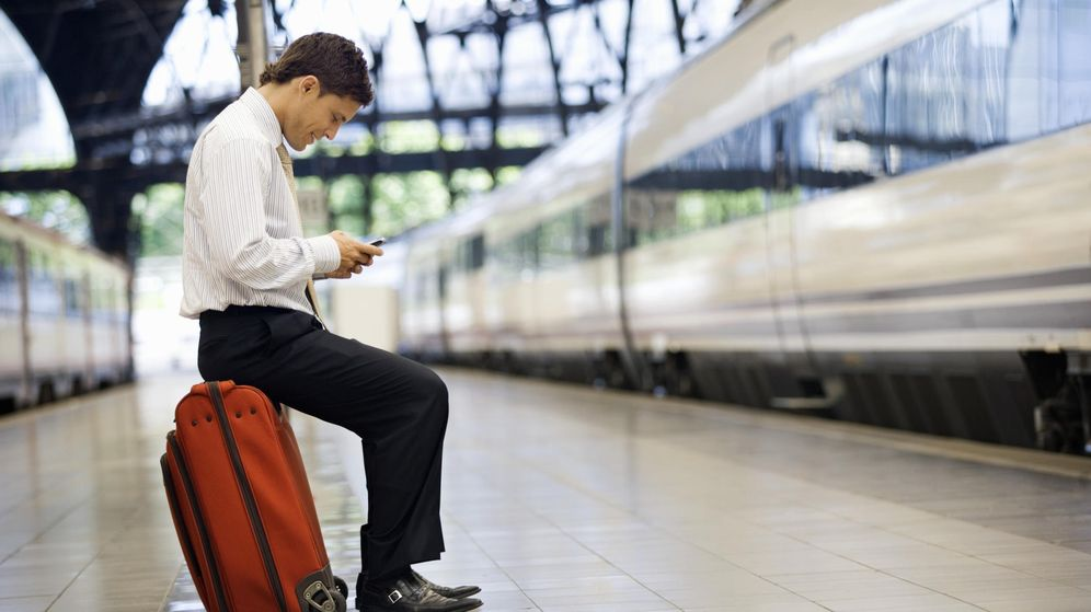 Foto: Las mejores opciones para usar el móvil en el extranjero mientras dure el 'roaming'
