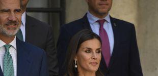 Post de Diamantes y perlas: los aliados de la reina Letizia para levantar su look en Sevilla