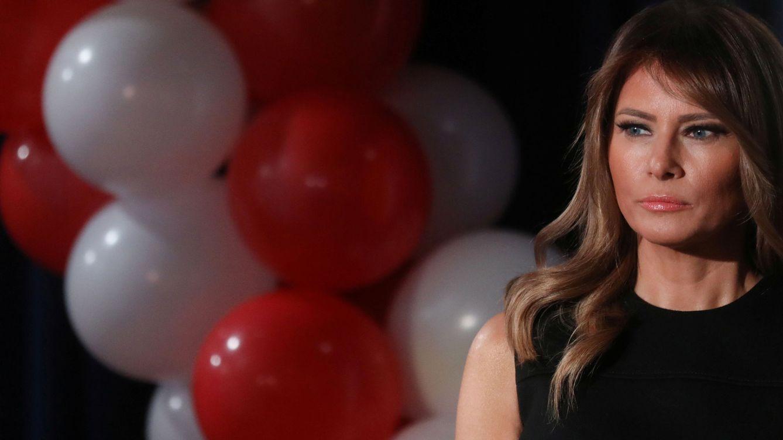 Melania Trump repite su vestido negro preferido (de Prada, claro)