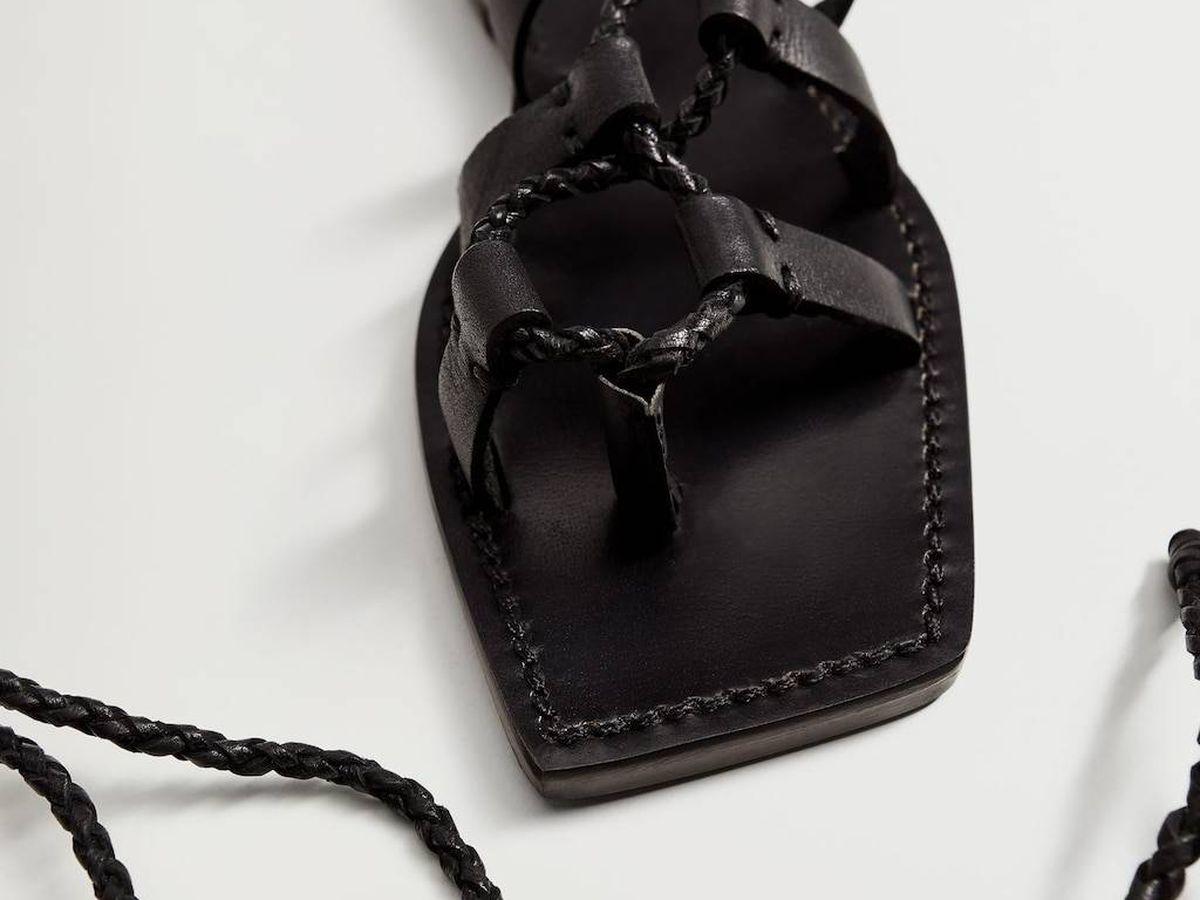 Foto: Sandalias atadas de Violeta by Mango. (Cortesía)