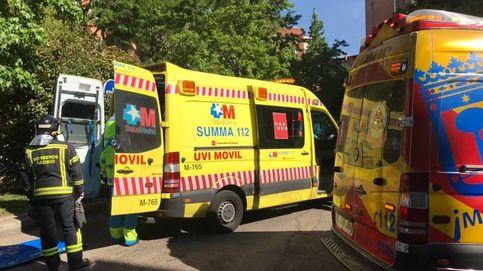 Tres heridos tras desprenderse una cornisa de un piso de cuatro plantas en Carabanchel
