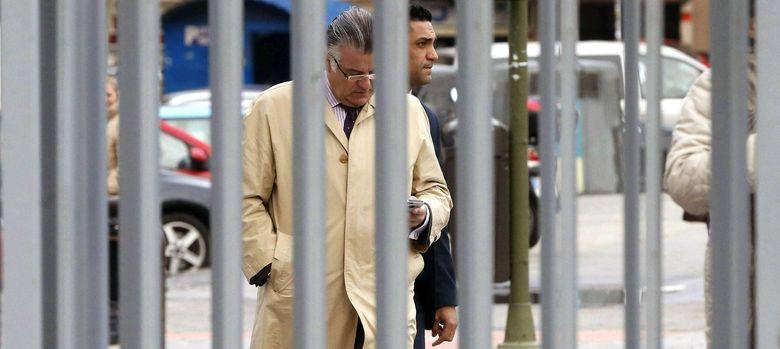 Foto: El extesorero del PP, Luis Bárcenas, a su llegada a los juzgados de Plaza de Castilla (EFE)