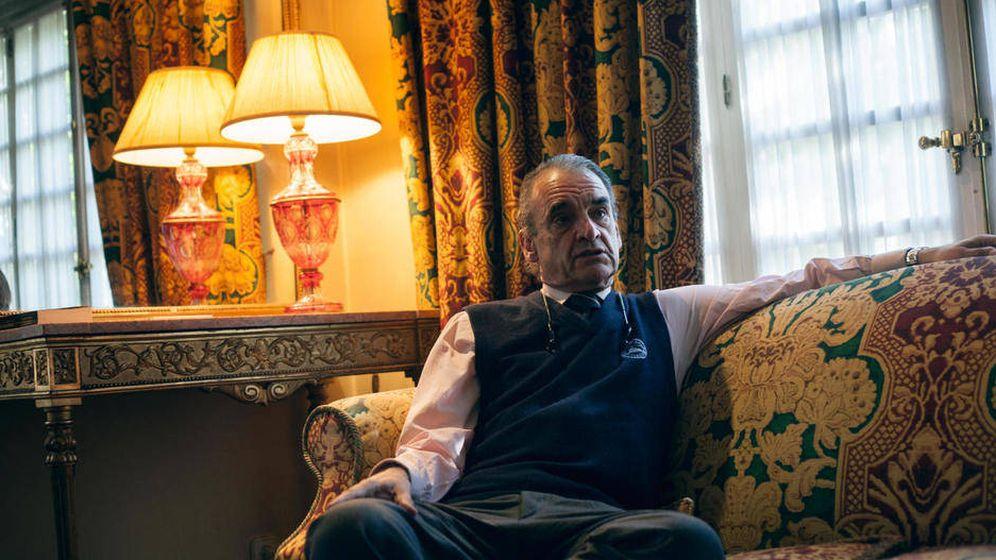 Foto: El exbanquero Mario Conde, en su domicilio. (Enrique Villarino)