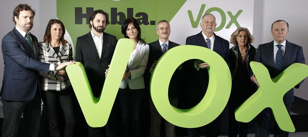 Tres claves para entender los dos abandonos de VOX y la revolución tras la puerta