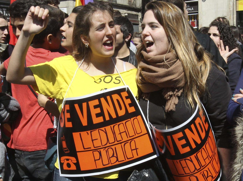 Estudiantes catalanes a favor de la educación pública. (Efe)