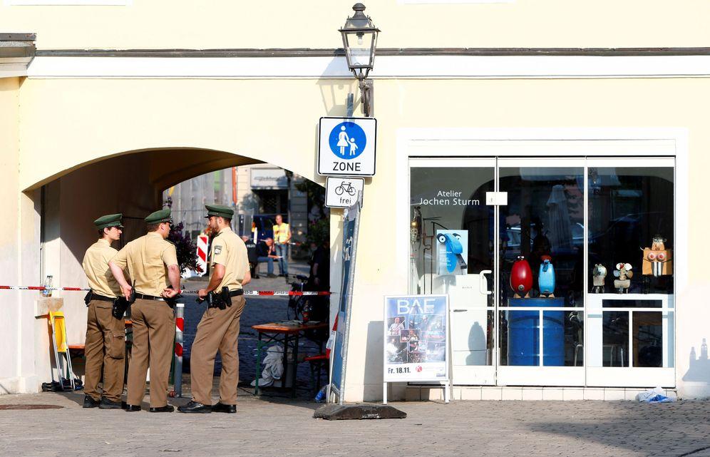 Foto: La policía acordona el área tras la detonación del explosivo de un refugiado sirio en Ansbach, Alemania, el 25 de julio de 2016 (Reuters)