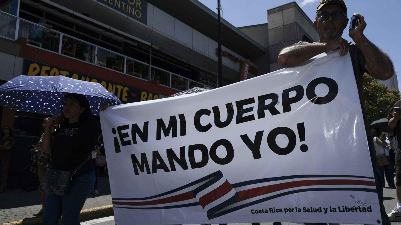 Una manifestación en San José (Costa Rica) en contra de la vacunación (EFE)