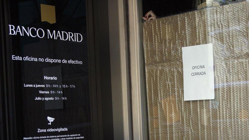 Foto: Una de las filiales de Banco Madrid en la capital. (Reuters)