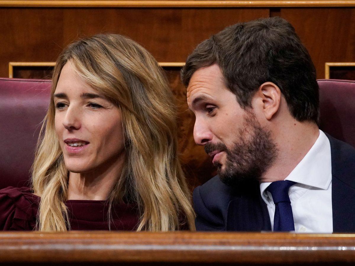 Foto: El presidente del Partido Popular, Pablo Casado (i), conversa con la portavoz de la formación en el Congreso, Cayetana Álvarez de Toledo. (Reuters)