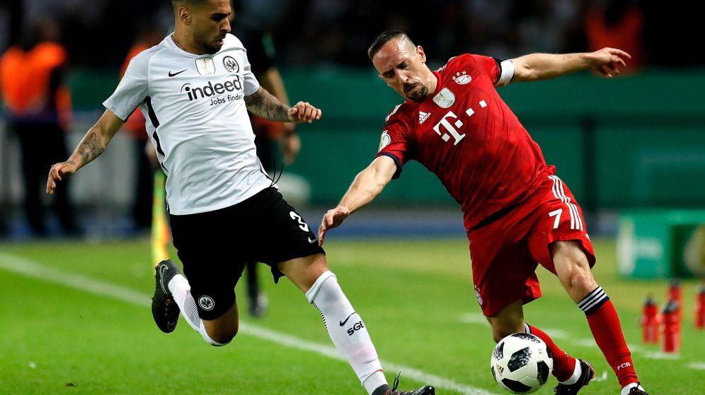 Foto: Omar Mascarell, presiona a Ribéry en un partido entre el Eintracht de Frankfurt y el Bayern de Múnich. (Efe)