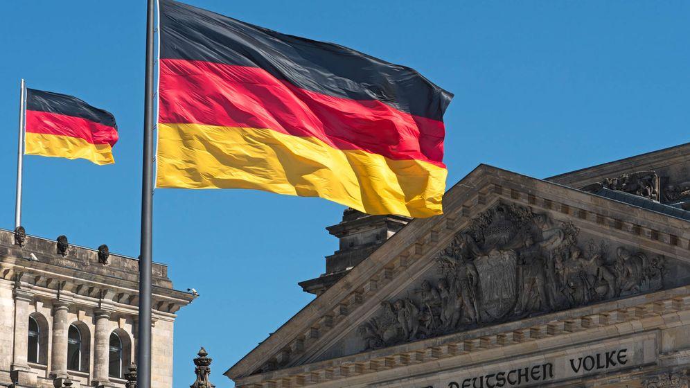 Foto: Una bandera alemana ondeando en el Reichstag. (iStock)