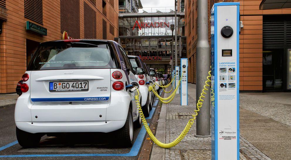 Foto: Ingenieros españoles crean un sistema para recargar coches eléctricos en marcha