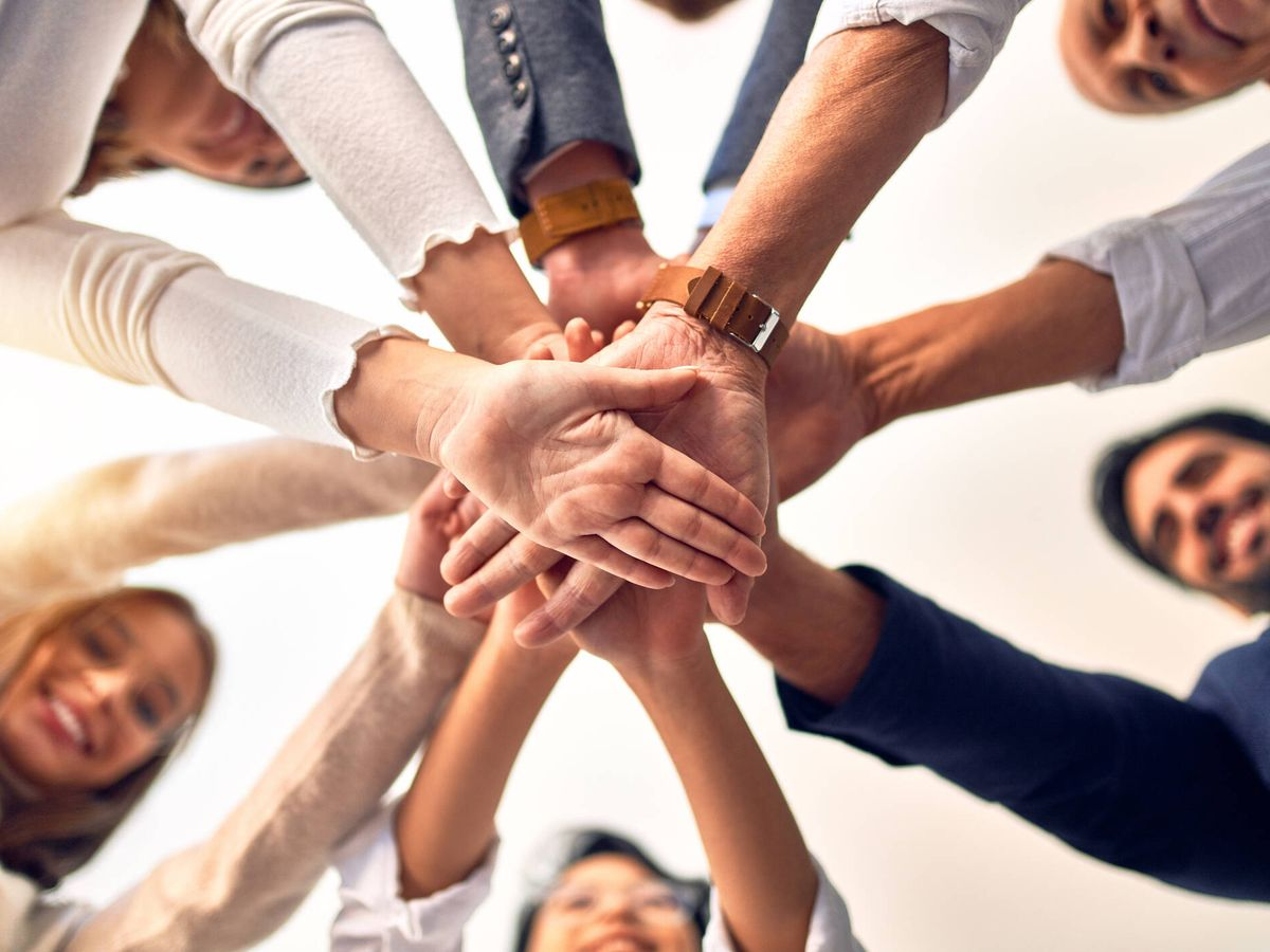 Foto: Grupo de trabajadores de una empresa. (iStock)