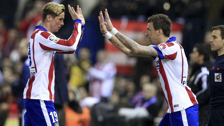 El delantero del Atlético de Madrid Fernando Torres, sustituido por Mario Mandzukic. Foto: Víctor Lerena (EFE)
