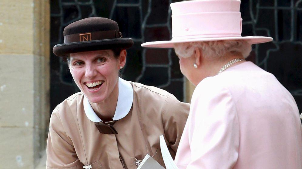 Foto: La niñera de los Cambridge, junto a la reina Isabel en una imagen de archivo. (Reuters)