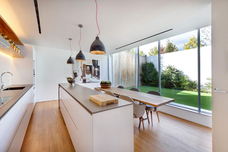Decoraci n cocinas abiertas al exterior ocho ideas de - Distribucion casa alargada ...