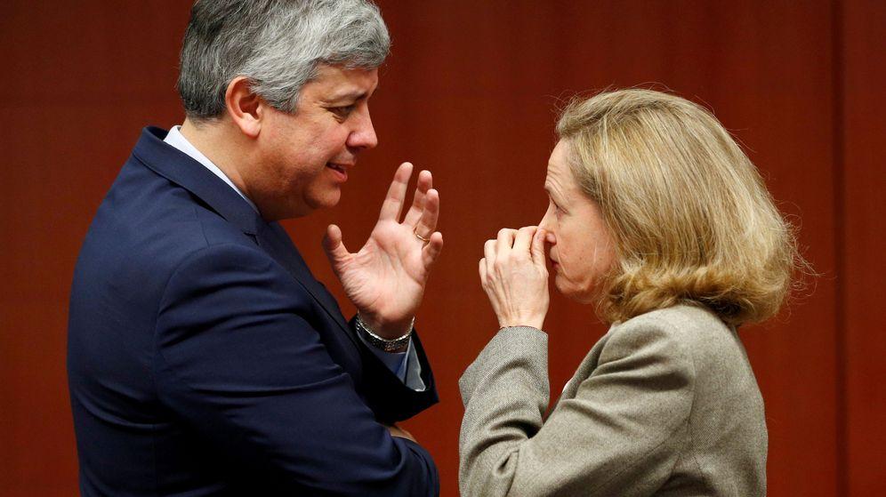 Foto: Mário Centeno, presidente del Eurogrupo, junto a la vicepresidenta económica del Gobierno, Nadia Calviño. (Reuters)