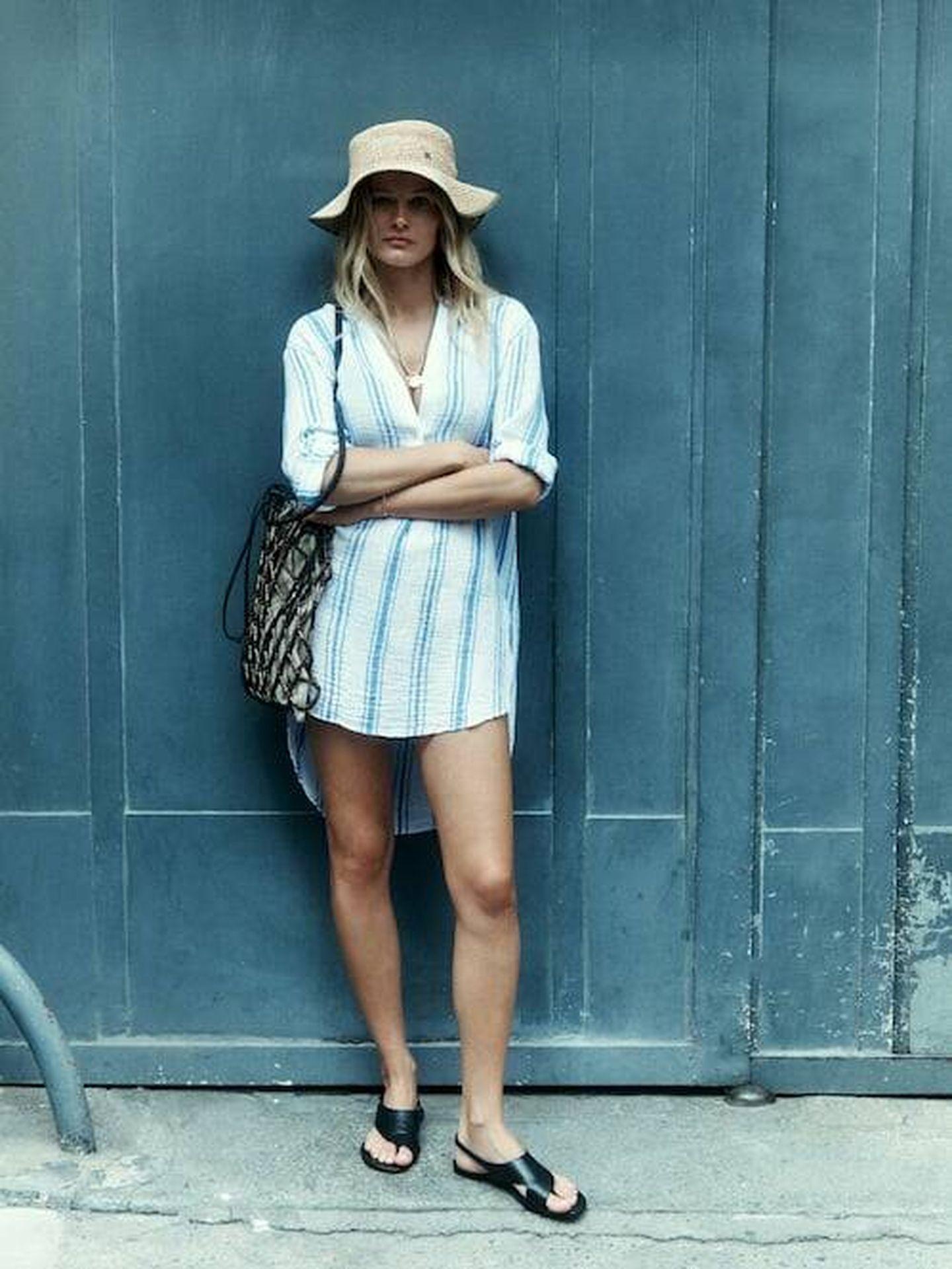 Las sandalias planas de Massimo Dutti en un look. (Cortesía)
