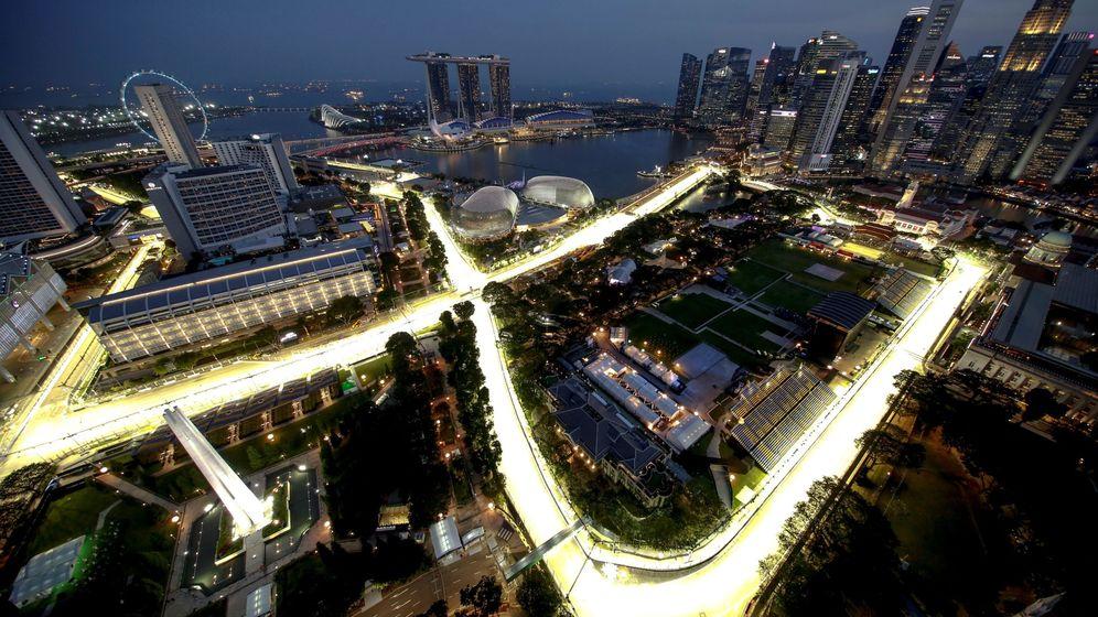 Foto: Vista del circuito de Marina Bay completamente iluminado en Singapur. (EFE)