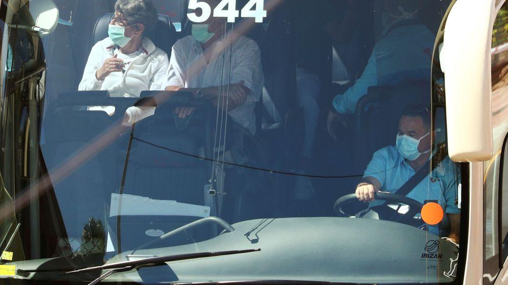 Foto: Un autobús con turistas, en una imagen de archivo. (Reuters)
