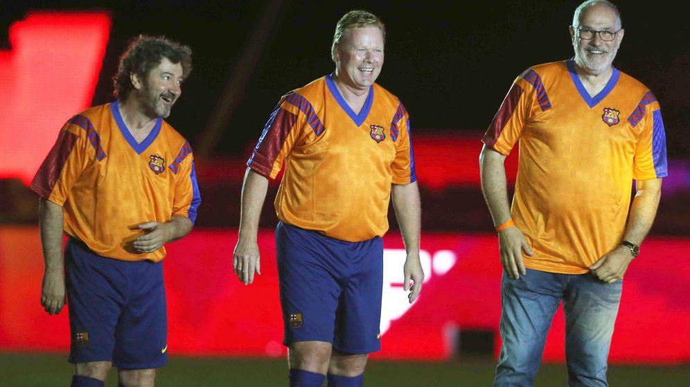 Foto: Bakero, junto a Koeman y Zubizarreta, en el 25º aniversario de la primera Copa de Europa del Barça. (EFE)
