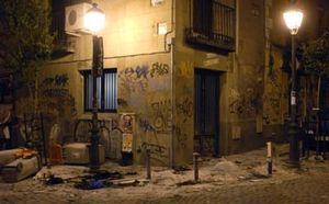 Unos 20 heridos en enfrentamientos entre jóvenes y la policía en el barrio madrileño de Malasaña
