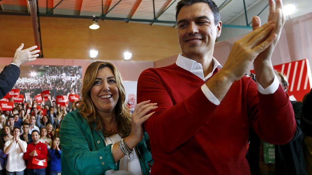 Foto: Susana Díaz y Pedro Sánchez, durante su primer mitin de la campaña del 20-D, el pasado 12 de diciembre en Sevilla. (EFE)