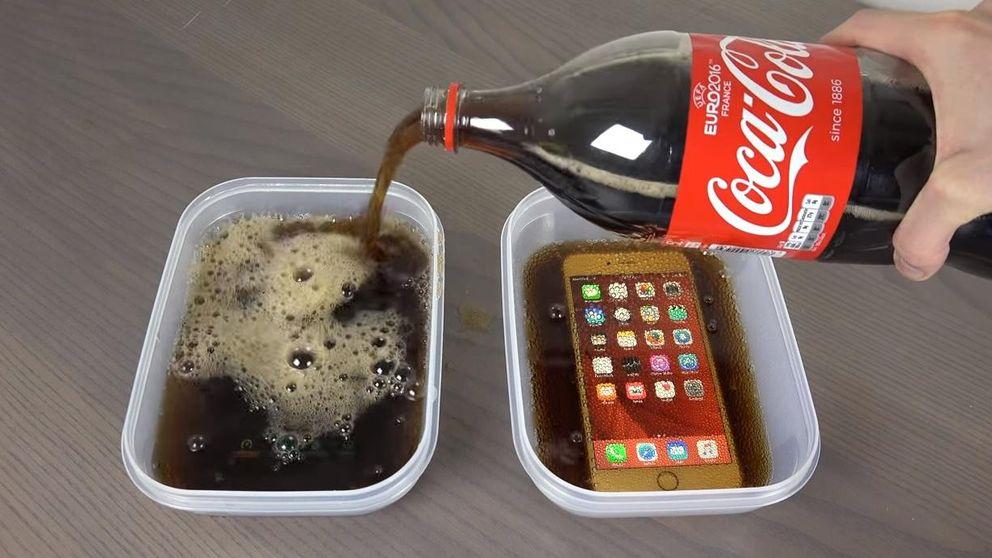 ¿Qué pasa al congelar en Coca-Cola un Samsung Galaxy S7 Edge y un iPhone 6S Plus?
