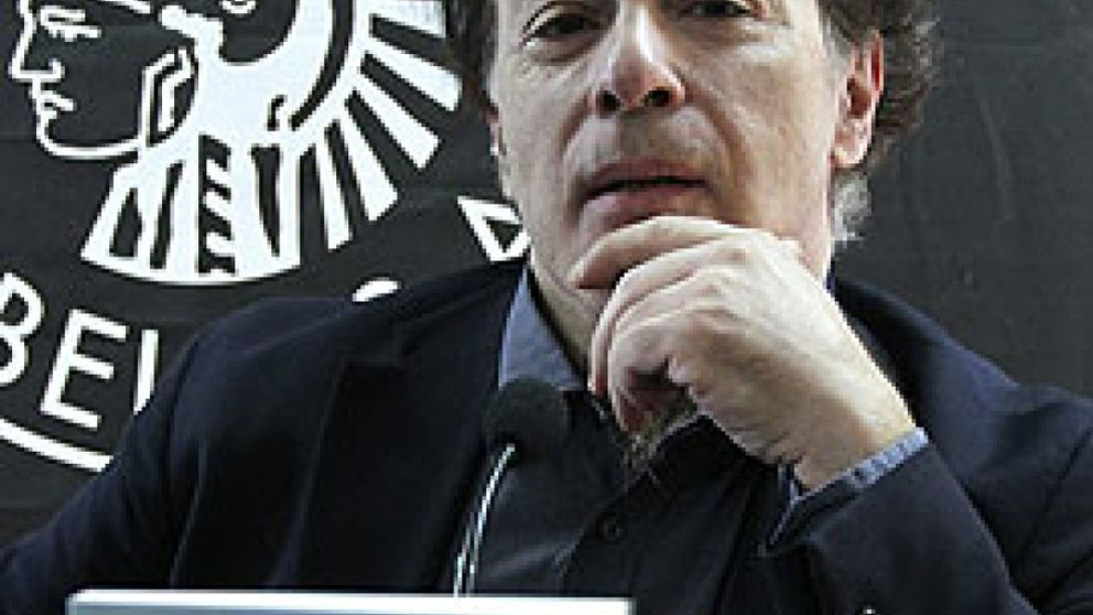 """Javier Marías: """"Al ser éste un galardón institucional, no me es posible aceptarlo"""""""
