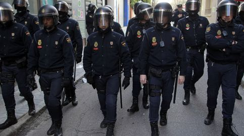 Interior moviliza a los antidisturbios para proteger los edificios del Estado en Cataluña