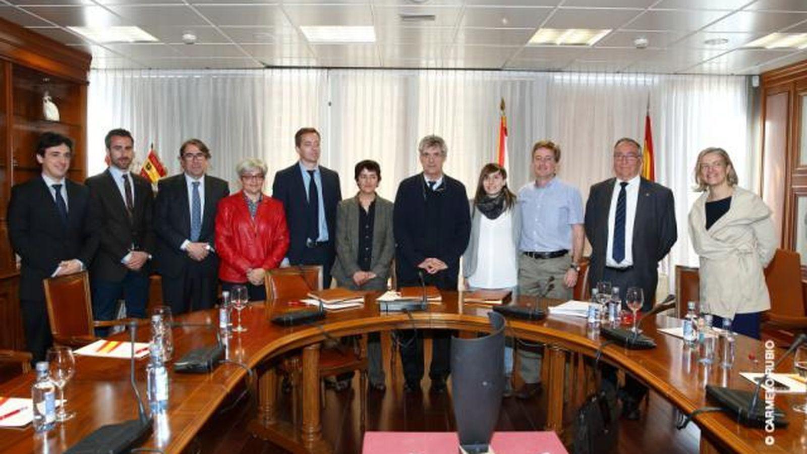 Foto: Ángel María Villar, junto al resto de Asociaciones tras la firma del convenio (Foto: RFEF).