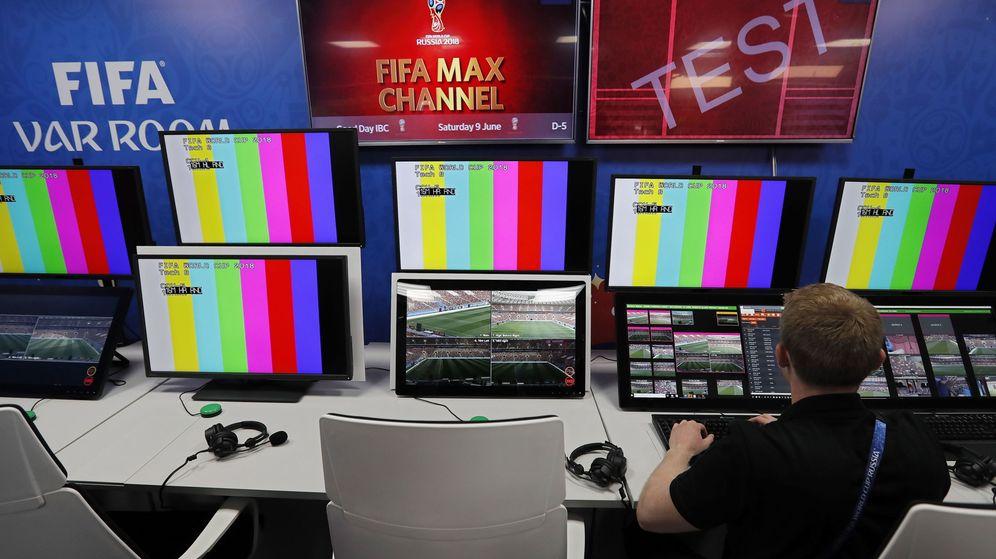 Foto: Una sala VAR durante el mundial de fútbol de Rusia. (EFE)