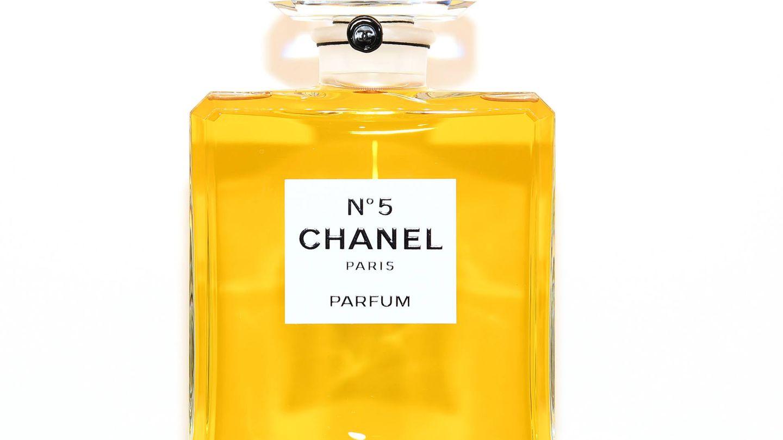 Perfume Chanel Nº5 creación de Coco Chanel. (Fuente: Getty).
