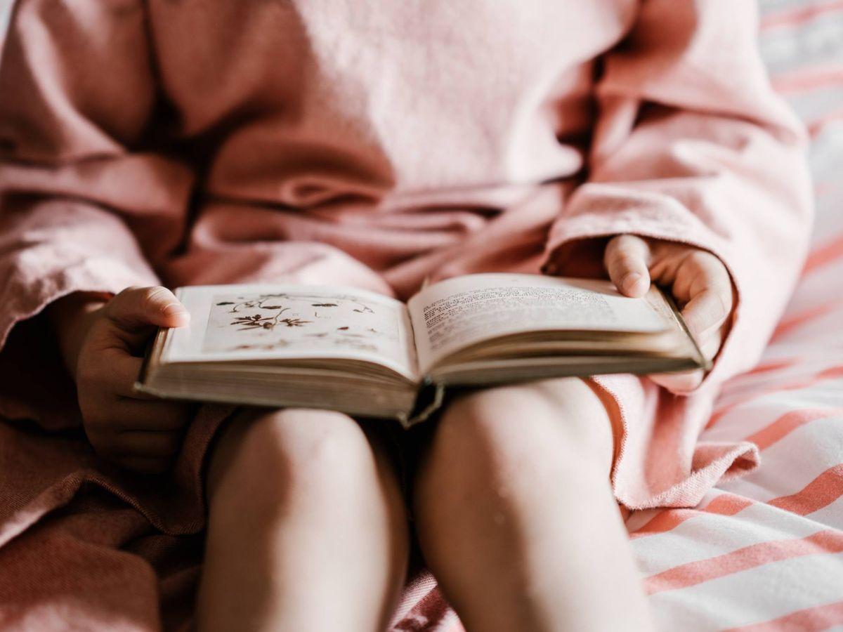 Foto: La lectura nos libera el alma y la mente. (Annie Spratt para Unsplash)