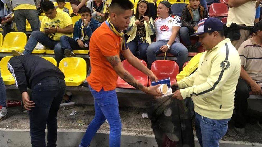 Los ultras que recogen la basura en vez de pelearse con los del equipo contrario