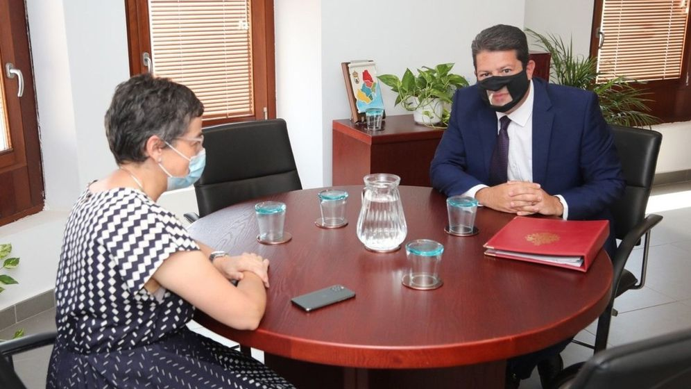 Foto: La ministra de Asuntos Exteriores, Arancha González Laya, reunida este jueves en Algeciras con el ministro principal de Gibraltar, Fabian Picardo. (EFE)