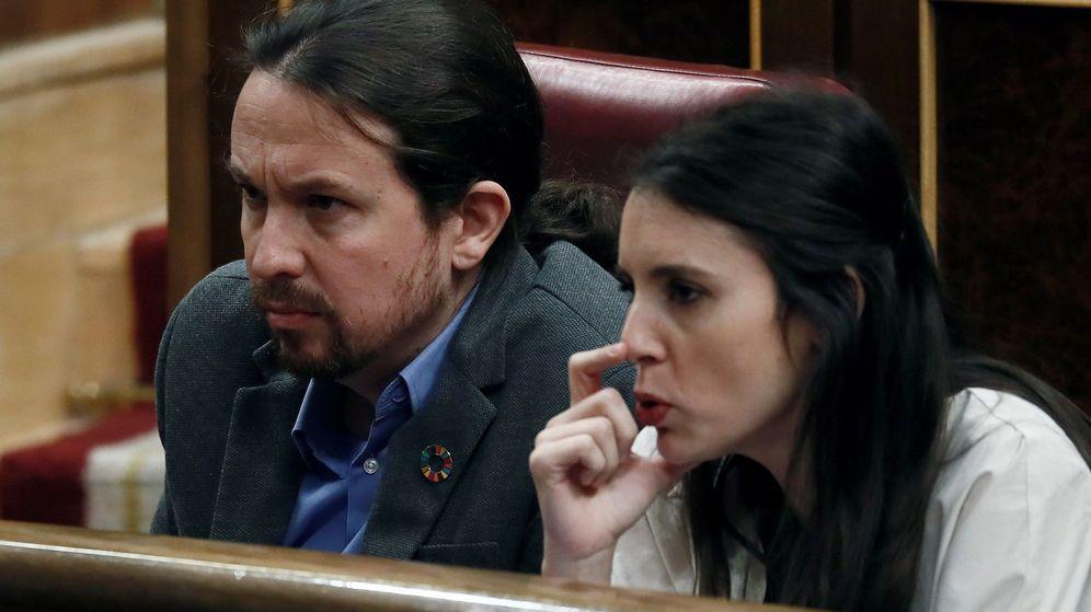 Foto: El secretario general de Podemos, Pablo Iglesias (i), y la portavoz de la formación, Irene Montero (d). (EFE)
