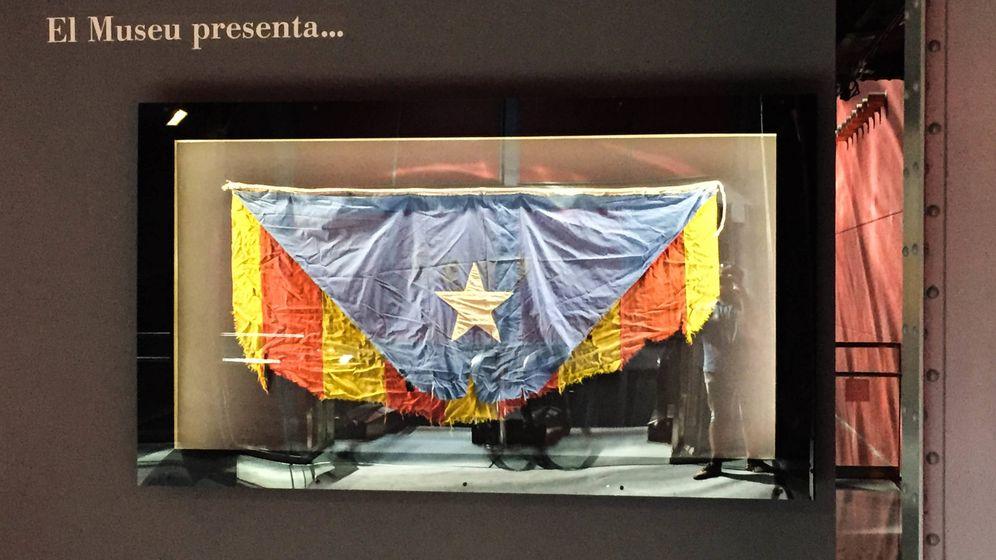 Foto: Una 'estelada' rasgada, entregada por la Unión Catalanista en 1915, abre las puertas del Museo Histórico Catalán. (Á.V.)