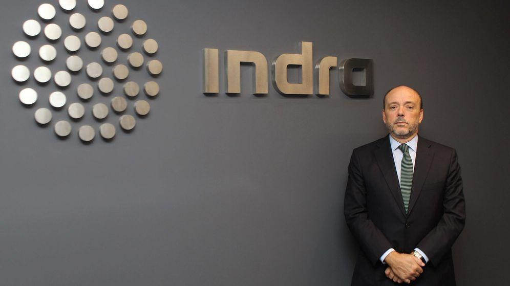 Foto: Javier Monzón, junto al logo de la compañía, en una foto de archivo. (EFE)