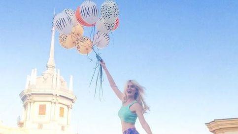 Adriana Abenia despierta con globos en su cumpleaños
