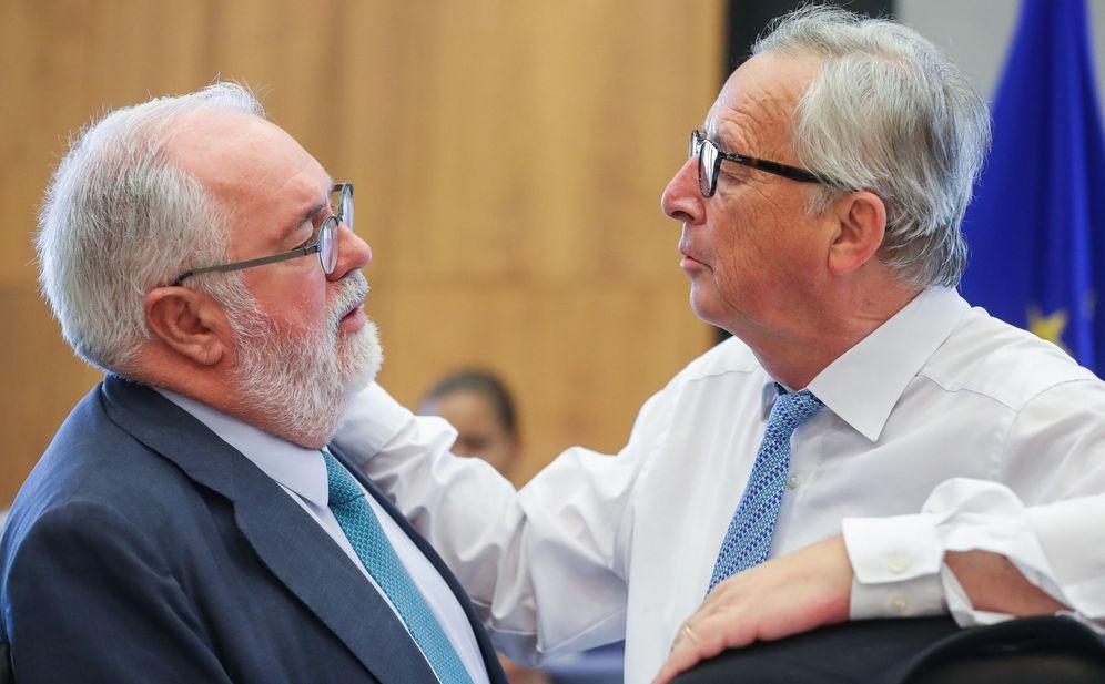 Foto: Miguel Arias Cañete y Jean-Claude Juncker, el pasado agosto. (EFE)