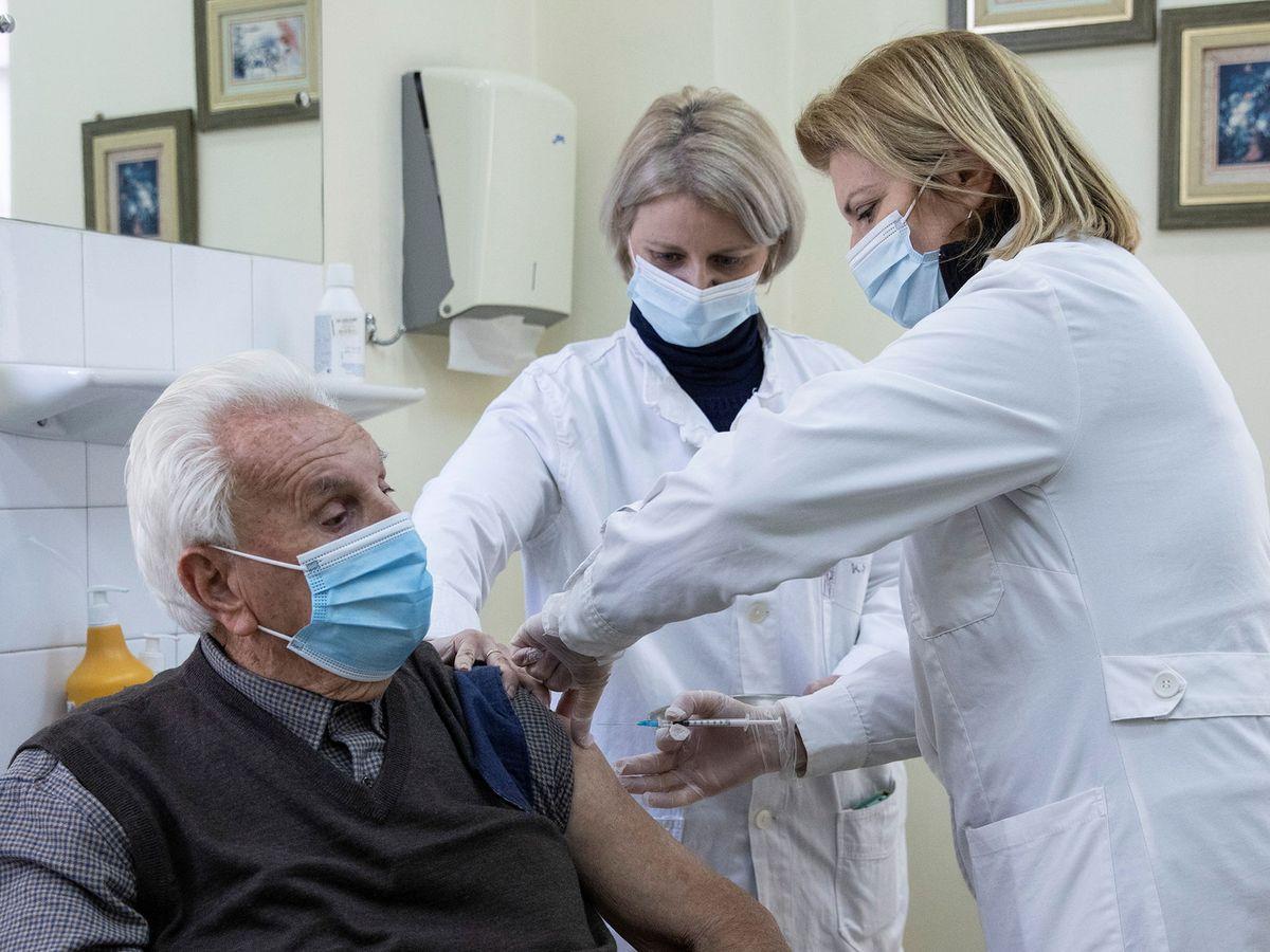 La vacuna de Pfizer y BioNTech se muestra efectiva contra la variante de  Reino Unido