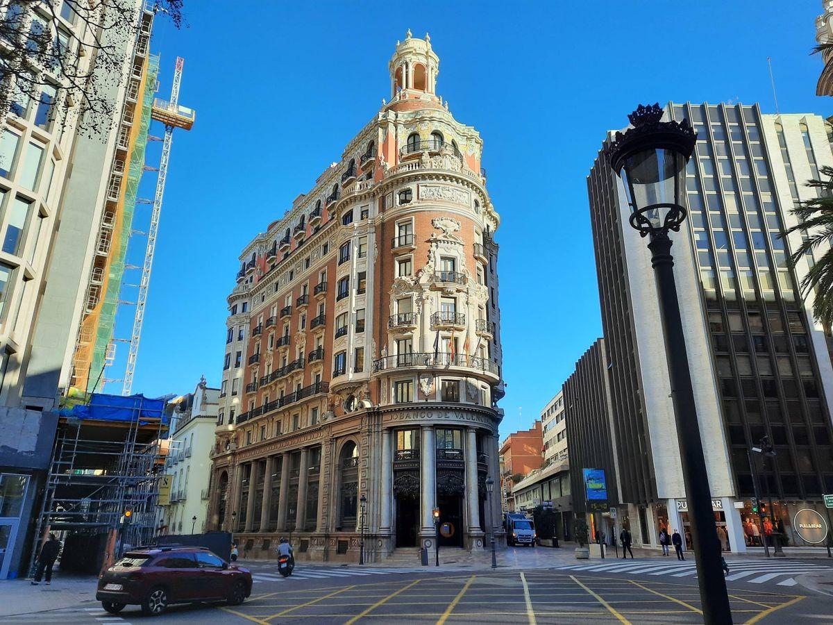 Foto: La sede de CaixaBank, antiguo cuartel general del Banco de Valencia.