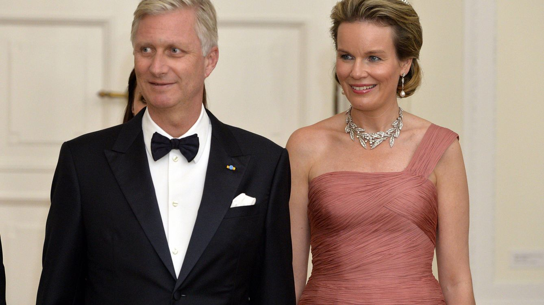 Foto: La reina Matilde luciendo la tiara Wolfers junto a su marido, el rey Felipe (CP)